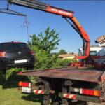 Fahrzeug mit Kran verladen